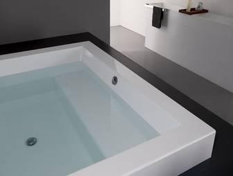 kos grande quadra step badewanne 180 mit sitzbank mit stufe xxl badewanne 1800 extratief grande. Black Bedroom Furniture Sets. Home Design Ideas